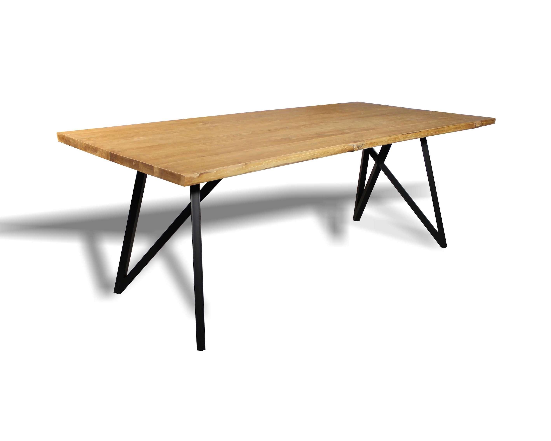 Set Gedeckter Esstisch Mit 6 Stühlen Aus Recyceltem