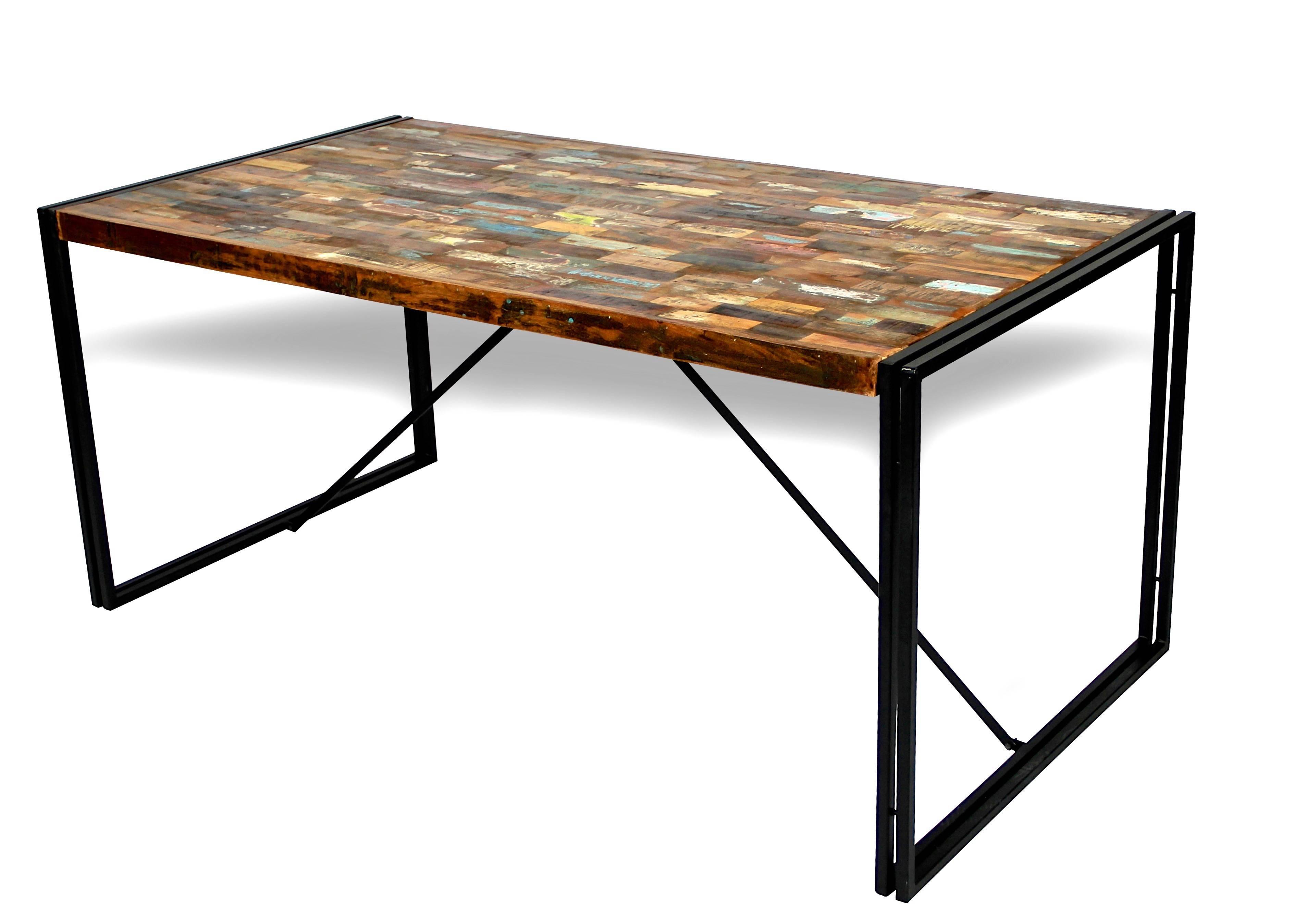 Table A Manger Style Industriel En Bois Massif Colore Et Metal Patine